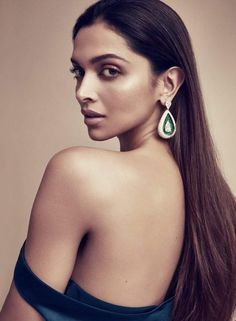 Bollywood superstar Deepika Padukone, who is making quite a mark in Hollywood, dazzles as she features in a photoshoot for Vanity Fair o. Bollywood Stars, Bollywood Fashion, Bollywood Actress, Bollywood Celebrities, Indian Celebrities, Deepika Padukone Hot, Sonam Kapoor, Deepika Ranveer, Lund