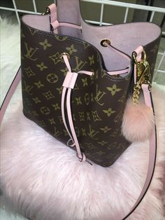 New Louis Vuitton Handbags, Louis Vuitton Neonoe, Vuitton Bag, Purses And Handbags, Louis Vuitton Monogram, Clutch Handbags, Cheap Handbags, Cheap Bags, Luxury Purses