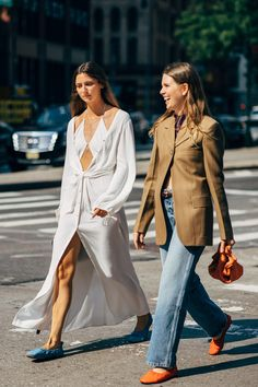 New York Fashion Week Delivered All the Street Style You've Been Waiting For Decor Style Home Decor Style Decor Tips Maintenance Best Street Style, Street Style Outfits, New York Fashion Week Street Style, Spring Street Style, Cool Street Fashion, Street Chic, Street Styles, Paris Street, Street Looks