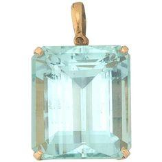 Preowned Art Deco Vs Clarity Emerald Cut 39 Carat Aquamarine 14 Karat... ($4,950) ❤ liked on Polyvore featuring jewelry, pendants, green, pendant necklaces, art deco pendant necklace, aquamarine pendant, pendant jewelry, aquamarine jewellery and green necklace set
