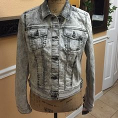DKNY TRUCKER JACKET Very versatile and always in style DKNY Jackets & Coats Jean Jackets