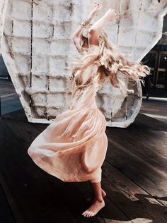 Clare Bowen via free people // Nashville Boho Fashion, Fashion Beauty, Dress Fashion, Clare Bowen, Babe, Glam Dresses, Cute Outfits For School, Beautiful People, Nature Photography