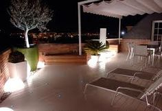 Resultado de imagen de TOLDOS BLANCOS TERRAZA Apartment Therapy, Dining Table, Outdoor Decor, House, Furniture, Home Decor, Balconies, Decks, Gardens