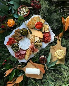 Wreath-making and a nice platter of cheese sound like a perfect pair! Thank you for the inspo @lenaskitchenblog!