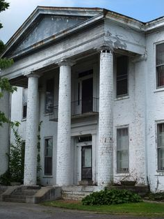 Ruins of Old Southern Mansion in Danville, Ky.