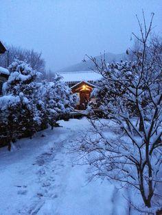 Jeff and Korea Log house: Beautiful scenery at Korea Log School in winter.