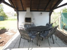 Cottage (wine cellar) Cyklosklep – Accommodation Žádovice – Wine World Wine Cellar, Cottage, Patio, Outdoor Decor, Home Decor, Court Yard, Casa De Campo, Yard, Terrace