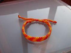 MACRAME é uma técnica de tecer fios que não utiliza nenhum tipo de maquinaria ou ferramenta. É uma forma de tecelagem manual.   paratimacrame.blogspot.pt  Pulseira  em fio de nylon