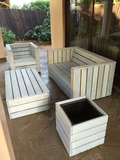 Pallet wood patio furniture set