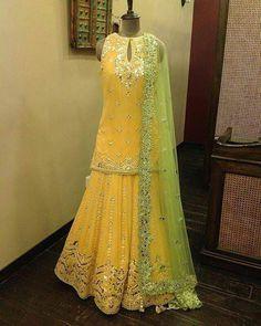 Blouse for mehndi … Pakistani Bridal Dresses Online, Indian Bridal Outfits, Pakistani Dress Design, Pakistani Mehndi Dress, Pakistani Dresses Online, Mehendi, Dress Indian Style, Indian Fashion Dresses, Indian Designer Outfits