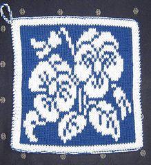 Ravelry: Dishcloth Pansies / Spüli Stiefmütterchen pattern by Mamafri free Pansies, Washing Clothes, Mittens, Pot Holders, Knitting Patterns, Chart, Colours, Crochet, Dishcloth