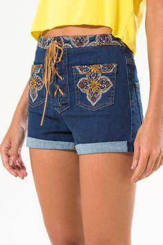 short jeans bolso frente bordado