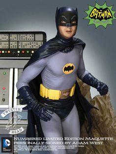 Estatua Batman 30 cm. Versión serie TV 1966. Escala 1/6. Tweeterhead Estupendo diorama del personaje de Batman de 30 cm perteneciente a la versión de la exitosa serie de TV emilitada en 1966, fabricada en poliresina y por supuesto 100% oficial y licenciada.