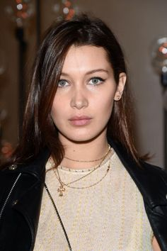 Bella Hadid does NOT look like this anymore >>