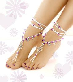 Sandali a piedi nudi: Piede gioielli perfetto per lestate. Sandali a piedi nudi un = un paio di sandali a piedi nudi. Taglia unica. Può essere indossati a piedi nudi o con le scarpe. Cura: lavare a mano - laici piatto ad asciugare. Filati di cotone 100% Pronto per la spedizione!!! Si prega di convo me se avete delle richieste particolari per un colore diverso. Progettati e realizzati a mano con amore da VascoDesign
