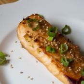 Sweet Broiled Salmon - My Little Gourmet Old Recipes, Healthy Recipes, Healthy Foods, Honey Salmon, Hot Dog Buns, Vegetable Pizza, Main Dishes, Seafood, Gourmet