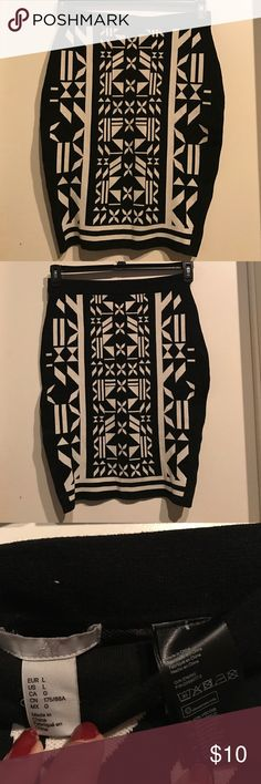 Geometric print H&M black and white skirt Worn once. Knee length. Heavy knitted material so it's great in cold weather. H&M Skirts Pencil