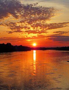 Golden Sunset Over the Delaware River - Best viewed on black. Delaware Attractions, Delaware Restaurants, Best Sunset, Beautiful Sunset, University Of Delaware, Last Minute Travel, Delaware River, Aesthetic Painting, Sunset Wallpaper