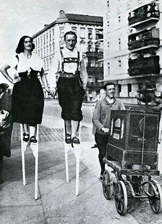 Berlin: Stelzentanz, um 1930