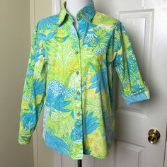 """CLOSET CLEAR OUT!! Cotton Connection shirt. Cotton Connections button front shirt. Floral print. Long sleeve 95% crisp cotton and 5% spandex. Great shirt, great condition.  Shoulder 19"""", Chest pit to pit 21"""", Sleeve 21"""", Length 26"""". Cotton Connection Tops Button Down Shirts"""