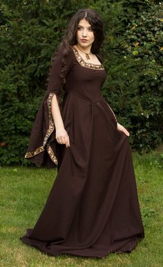Brown isn't a colour I'm usually drawn to but this looks nice for some reason - I imagine it to be a good 'travelling' dress, if that makes any sense to anyone?