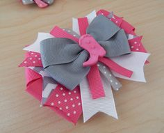 """Then, this hair bows will be perfect! This hair bow set includes two loopy hair bows. Each loopy bow measures approximately 2 ½"""" and has two layers of ribbons. This hair bows look gr Cowgirl Hair, Hair Ribbons, Ribbon Bows, Hair Bow Tutorial, Flower Tutorial, Making Hair Bows, Bow Making, Boutique Hair Bows, Holiday Hair Bows"""