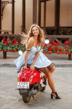 Sexy woman on a red Vespa smiling @ me Vespa Girl, Scooter Girl, Red Vespa, Belle Nana, Lambretta Scooter, Lingerie Fine, Motorbike Girl, Biker Girl, Car Girls