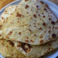 Flatbread Recipe No Yeast – how to make flatbreads with just 2 ingredients Easy Flatbread recipe without yeast (no yeast) and just two ingredients by Theo Michaels Flatbread Recipe No Yeast, Easy Flatbread Recipes, Recipes With Naan Bread, Banana Bread Recipes, Arabic Flatbread Recipe, Flatbread Ideas, Greek Flat Bread Recipe, Flat Bread Dough Recipe, Vegetarian
