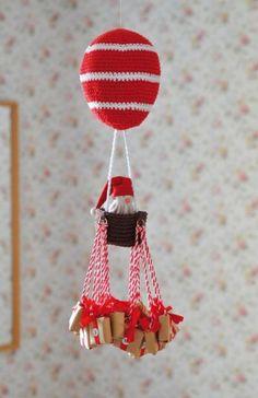 Luftballong og julekalender - av Tusen Ideer Scandinavian Christmas, Christmas Crafts, Xmas, Christmas Ornaments, Christmas Calendar, Diy Calendar, Rock Crafts, Hot Air Balloon, Crochet Crafts