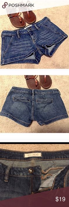 """❣BOGO 1/2 off❣🆕 Bullhead stretch low rise shorts NWOT- flawless! Stretch jean shorts. Back slit cosmetic pockets. 98% cotton/2% spandex. Size 1, Bullheads generally run on the small side- Please know your measurements.❤Approx 2"""" inseam, 6.5"""" rise, 27"""" waist. 🔴Bundle to save! 🔴NO TRADES, no modeling. 🔴REASONABLE offers welcome via offer button. Smoke free home. Fast shipping! Bullhead Shorts Jean Shorts"""