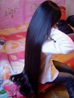 Silky long black hair ...I think I won't hate my hair so much if I could make it look so glossy.