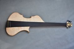 Puristic lines of Symphony Bass are the fusion of two different worlds - the classical upright bass and modern bass guitar. The shape refers directly to the unique sound of the bass enhancing his upright bass character.