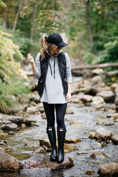 what to wear on a casual day outfit rainy day outfit idea hunter boots outfit baseball cap fall layering hunter boots matte rain boots grey hoodie and leggings outfit The post What to Wear When You Just cant appeared first on Casual Outfits. Autumn Fashion Casual, Fall Fashion Trends, Casual Fall, Preppy Fall, Fashion Ideas, Spring Fashion, Women's Winter Fashion, Rainy Day Fashion, Fall Fashion Outfits