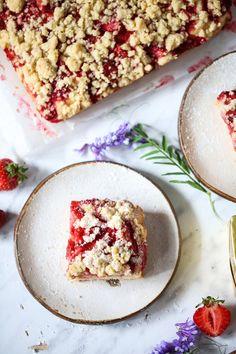 Szybkie ciasto z owocami i kruszonką - przepis Marty My Recipes, Hummus, Sweet Tooth, Food And Drink, Sweets, Bread, Baking, Fruit, Ethnic Recipes