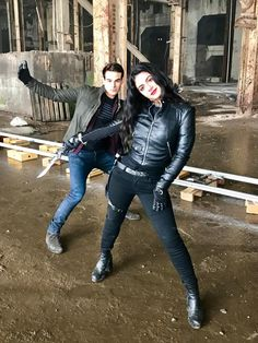 Simon et Isabelle Timothy Drake, Shadowhunters Cast, Simon Lewis, Clary And Jace, Isabelle Lightwood, Matthew Daddario, Clace, Shadow Hunters, The Mortal Instruments