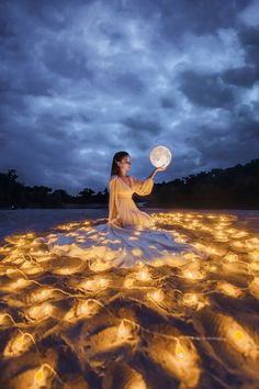 Moonlight Photography, Moon Photography, Natural Light Photography, Portrait Photography, Creative Photoshoot Ideas, Creative Portraits, Concept Photography, Creative Photography, Fairy Lights Photos