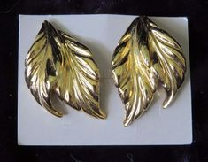 Avon Whispering Leaf Leaves goldtone Pierced Earrings New costume jewelry NOS #Avon #Cluster