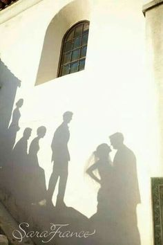 ▷ Amazing Creative Wedding Photography Poses Source by neudeutschmode Creative Wedding Photography, Wedding Photography Poses, Wedding Photography Inspiration, Wedding Inspiration, Wedding Ideas, Shadow Photography, Photography Books, Photography Backdrops, Budget Wedding