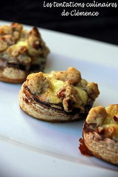Champignons farcis au Saint-Marcellin, pommes poêlées et crumble de noix