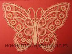 Trabajos propios Lace Heart, Lace Jewelry, Bobbin Lace, Lace Detail, Butterfly, Mj, Bobbin Lace Patterns, Butterflies, Bias Tape