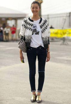 liu-wen-street-style-fashion-week-t-shirt-jeans-skinny-oxford