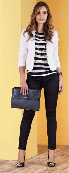 Look ejecutivo para la oficina. La blusa a rayas y el blazer, hacen perfecta combinacion