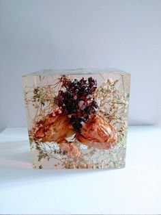 Preserving Wedding Flowers in Large Resin Cube like glass Paperweight Keepsake Bridal romantic memories of your wedding, anniversary,funeral Resin Flowers, Dried Flowers, Paper Flowers, Diy Resin Art, Resin Crafts, Glass Cube, How To Preserve Flowers, Glass Paperweights, Flower Bouquet Wedding