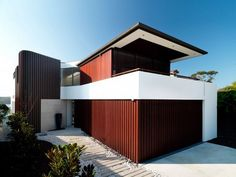 Euryalus Street Houseis a contemporary project recently completed by Australian studioLuigi Rosselli Architects.