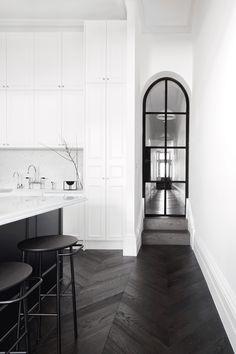 Black and White Kitchen ||