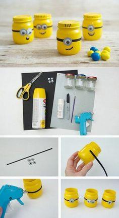 que faire avec des pots en verre, jouets mignons, peinture jaune, ciseaux, col