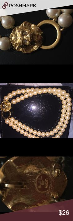 KJL KENNETH JAY LANE LION HEAD PEARL NECKLACE Beautiful retired piece by Kenneth Jay Lane. Excellent condition. Kenneth Jay Lane Jewelry Necklaces