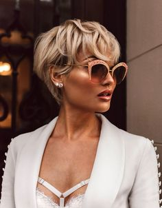20 Popular Short Blonde Hair 2018 , Who does not like blonde hair if it is even short? Here are 20 Popular Short Blonde Hair Blonde hair is still one of top hairstyles that ladies . Long Pixie Hairstyles, Short Hairstyles For Women, Hairstyle Short, Hairstyles Haircuts, Medium Hairstyles, Blonde Hairstyles, Braided Hairstyles, Hairstyles For Round Faces, Quick Hairstyles