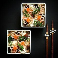 ちらし寿司 Chirashizushi - Scattered sushi | chinamisakamoto Japanese Lunch Box, Japanese Food, Modernist Cuisine, Sashimi, Food Presentation, Bento Box Lunch, Food Photo, Food Styling, Asian Recipes
