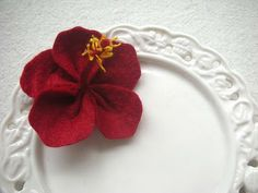 Evangelione: How to make: felt hibiscus http://www.evangelione.com/2010/01/how-to-make-felt-hibiscus.html